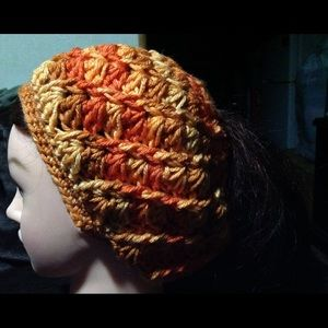 Crochet messy bun /ponytail beanie NWOT
